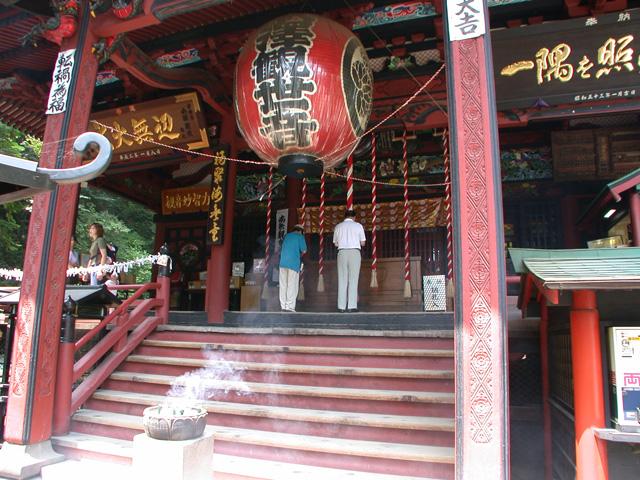 歴代天皇の勅願寺として伝わっています
